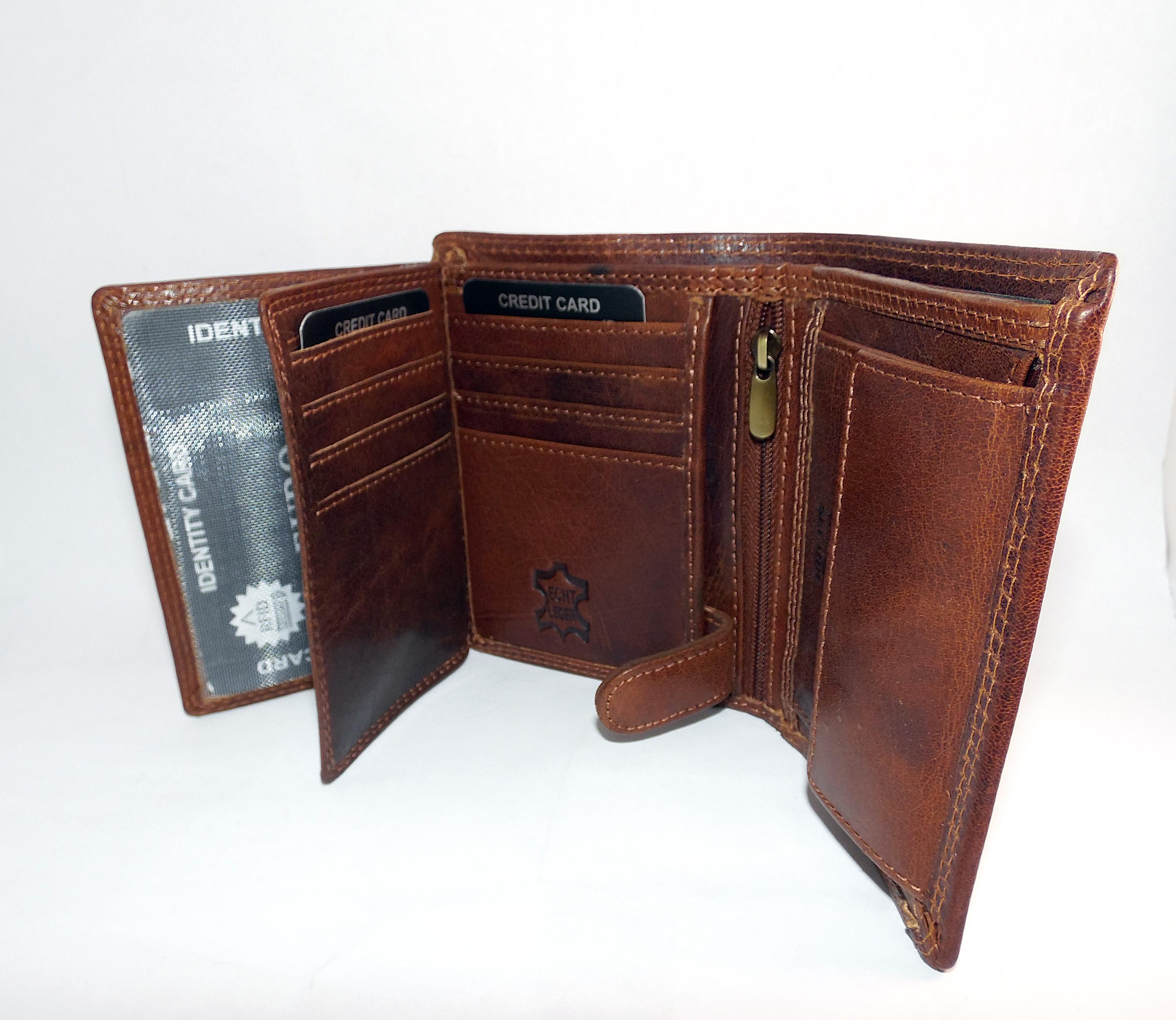Kožená peněženka s vlastním monogramem
